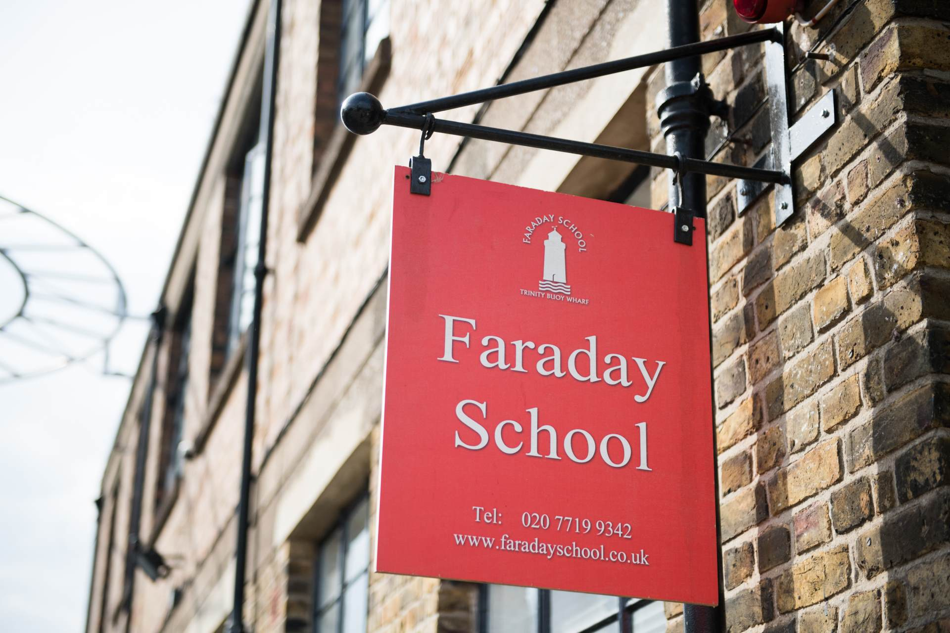 Faraday sign
